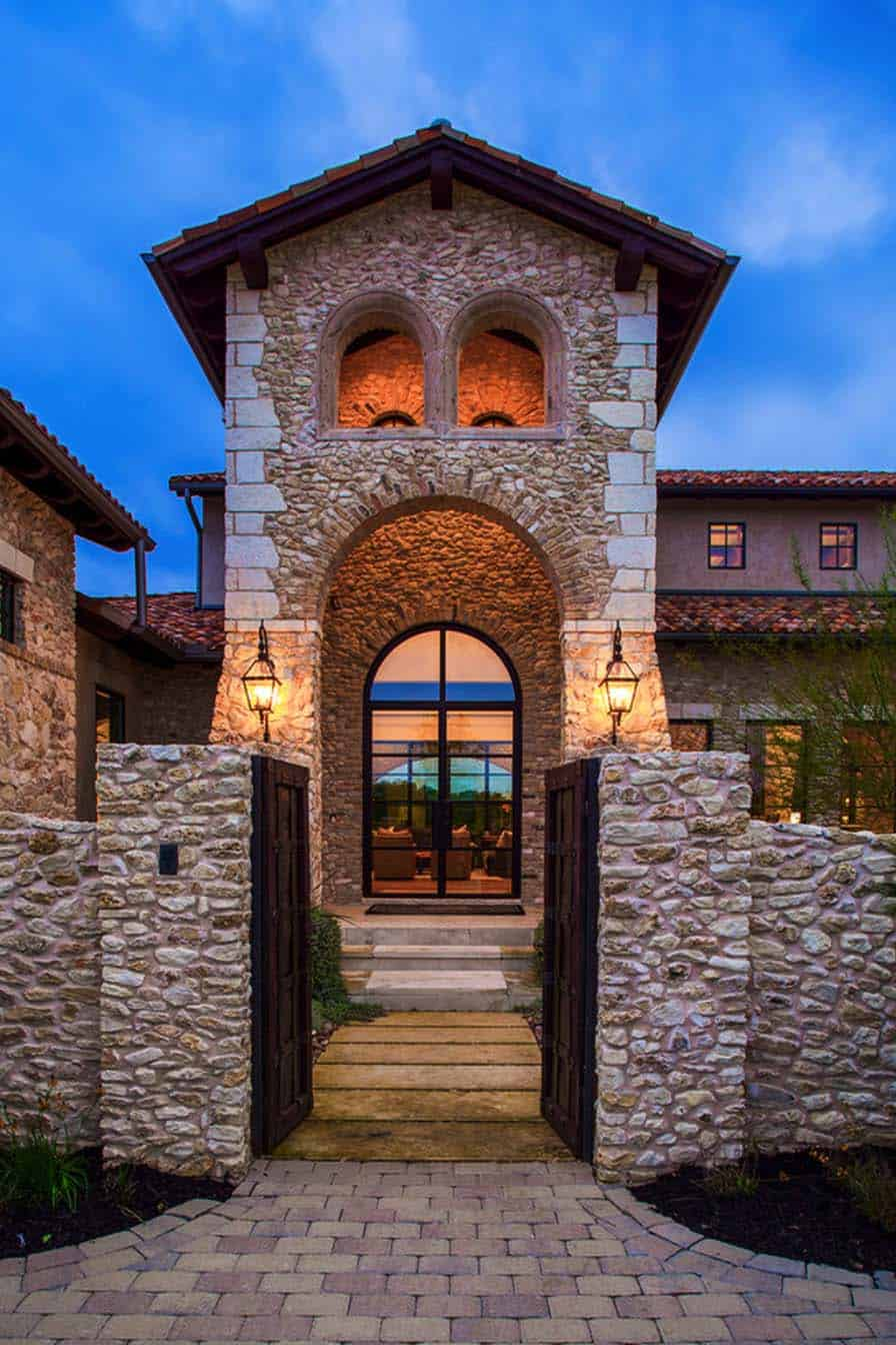 mediterranean-style-villa-entry