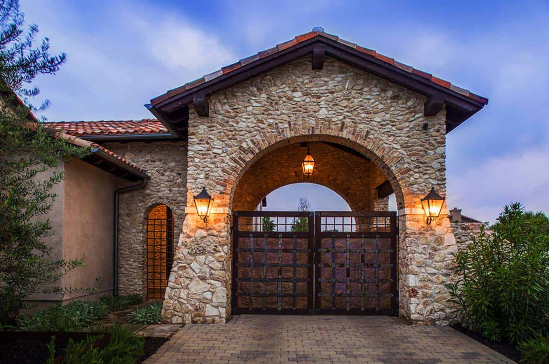mediterranean-style-villa-garage