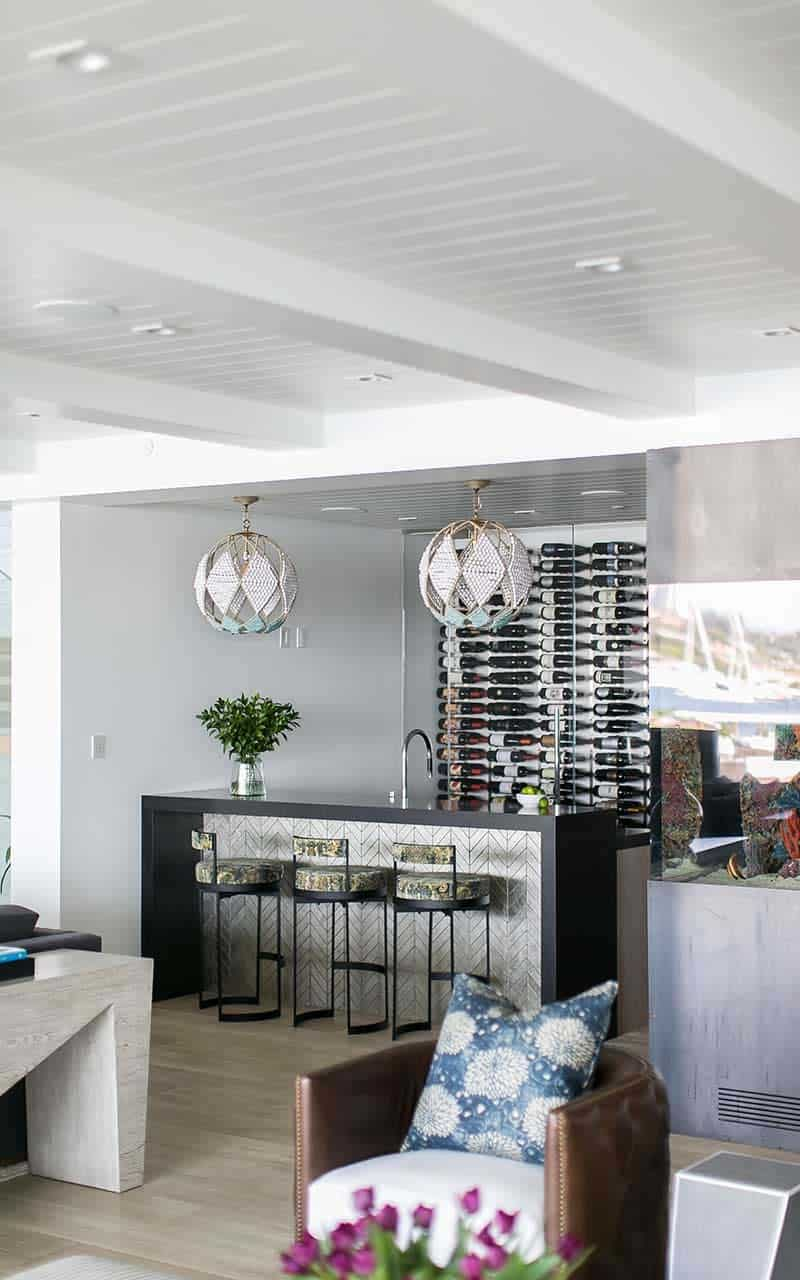 modern-beach-house-beach-style-home-bar