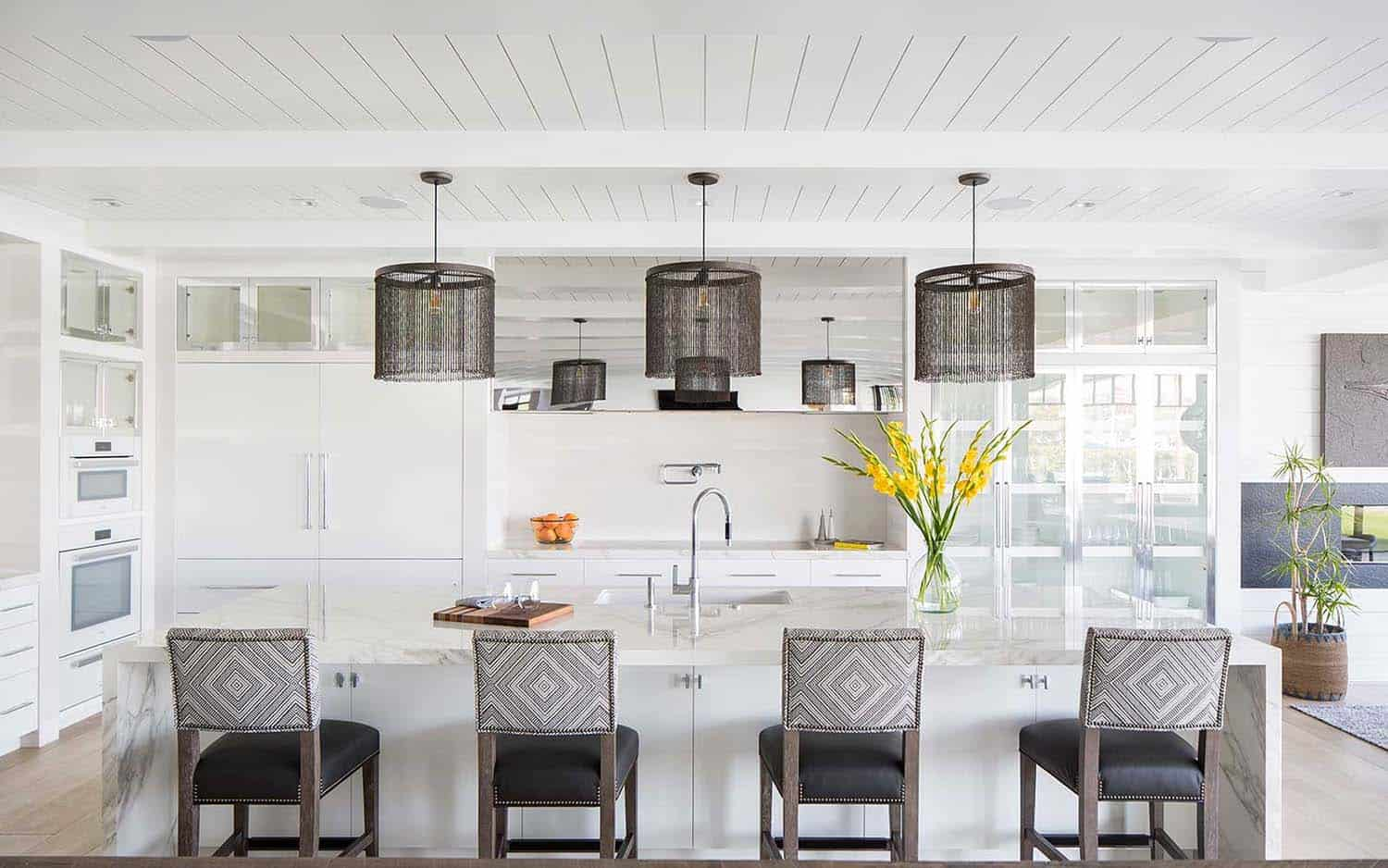 modern-beach-house-beach-style-kitchen