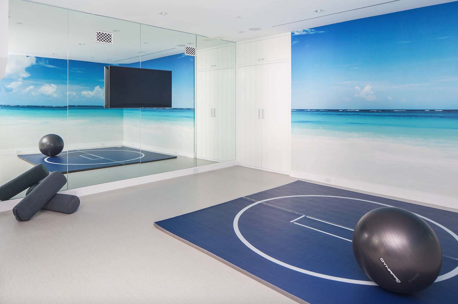 modern-beach-house-beach-style-home-gym