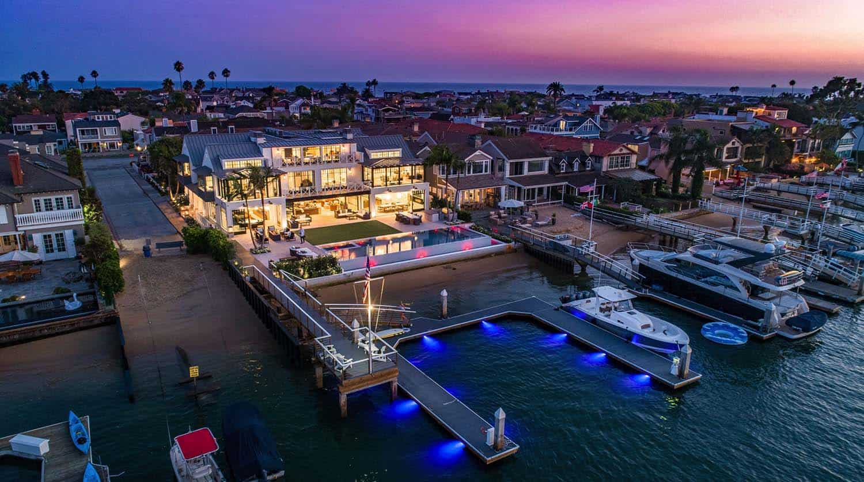 modern-beach-house-beach-style-exterior