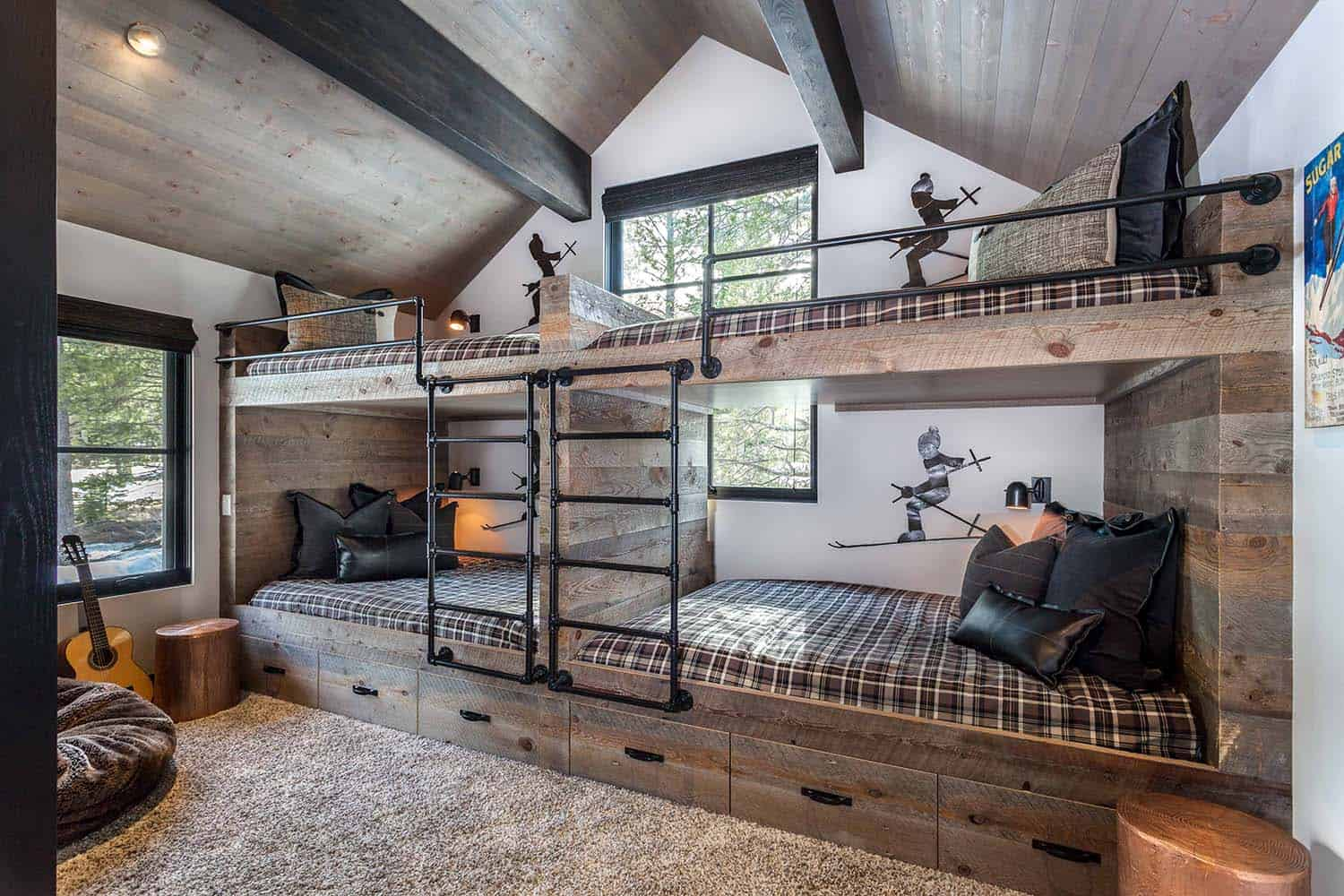 modern-mountain-bunk-bedroom