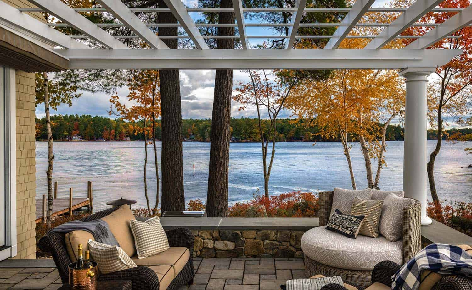dreamy-lake-house-patio