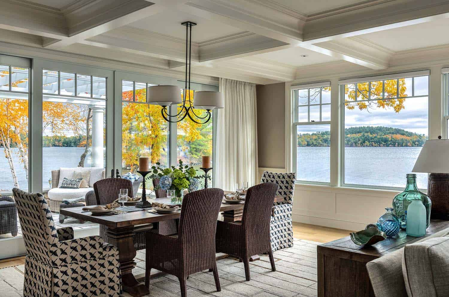 dreamy-lake-house-dining-room
