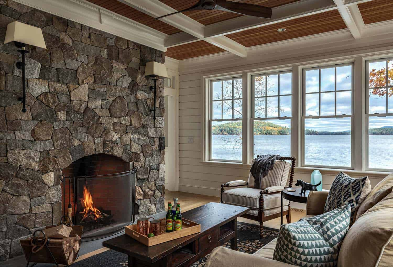 dreamy-lake-house-family-room