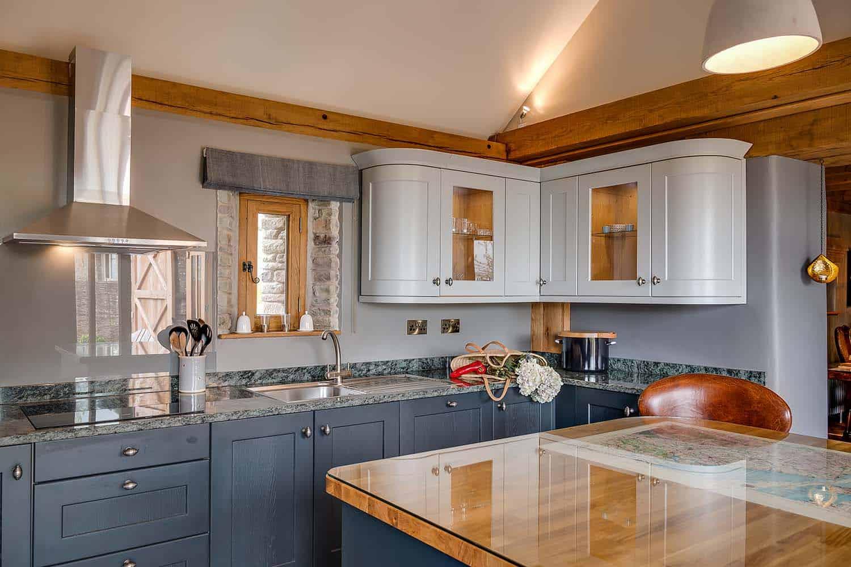 romantic-countryside-retreat-kitchen