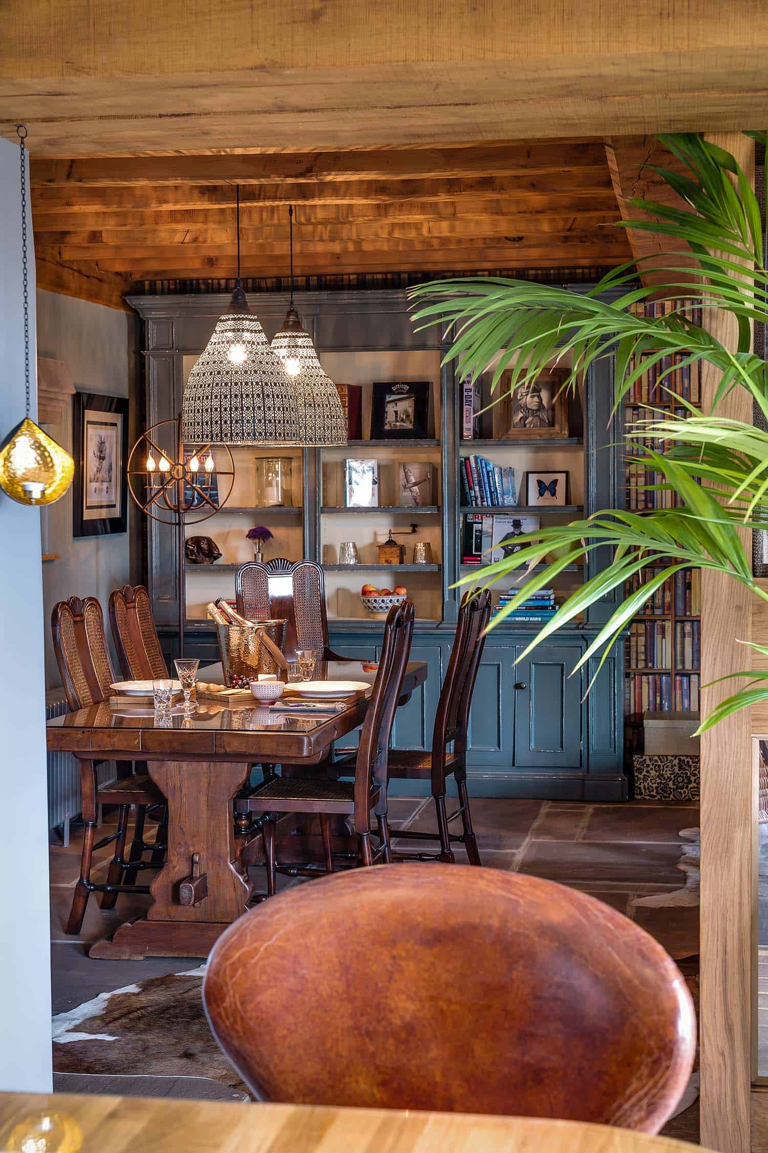 cozy-retreat-herefordshire-dining-room