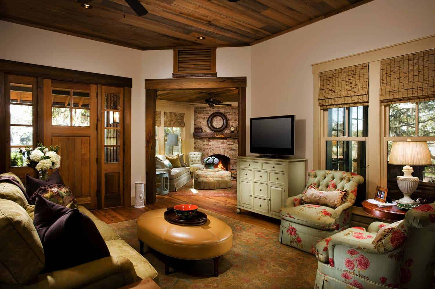cottage-rustic-living-room