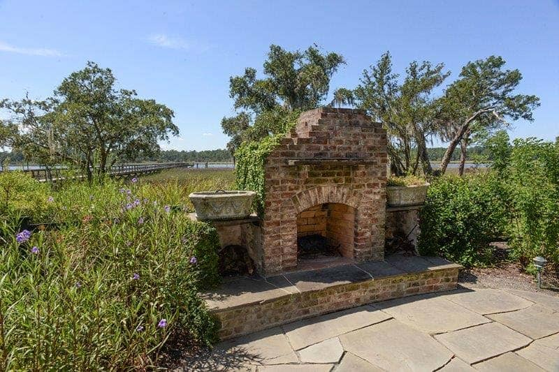cottage-rustic-outdoor-fireplace