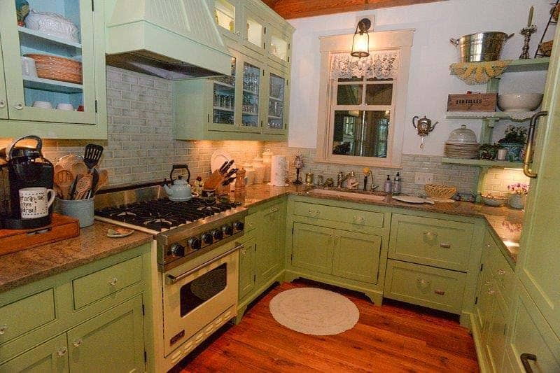 cottage-rustic-kitchen