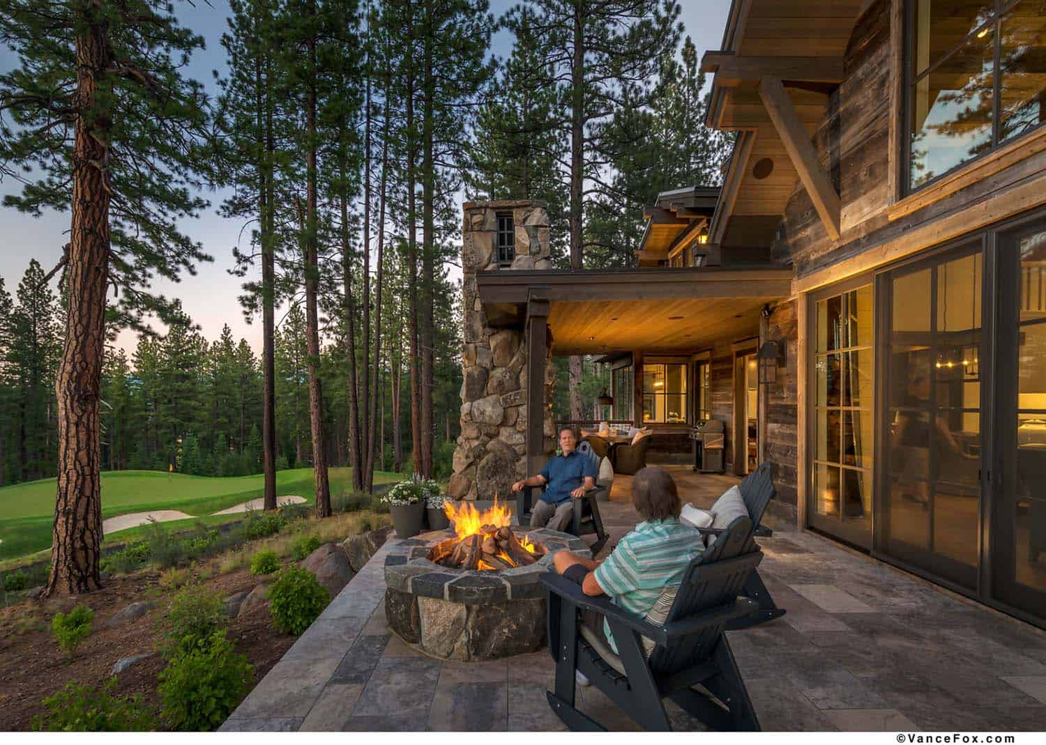 rustic-mountain-farmhouse-patio