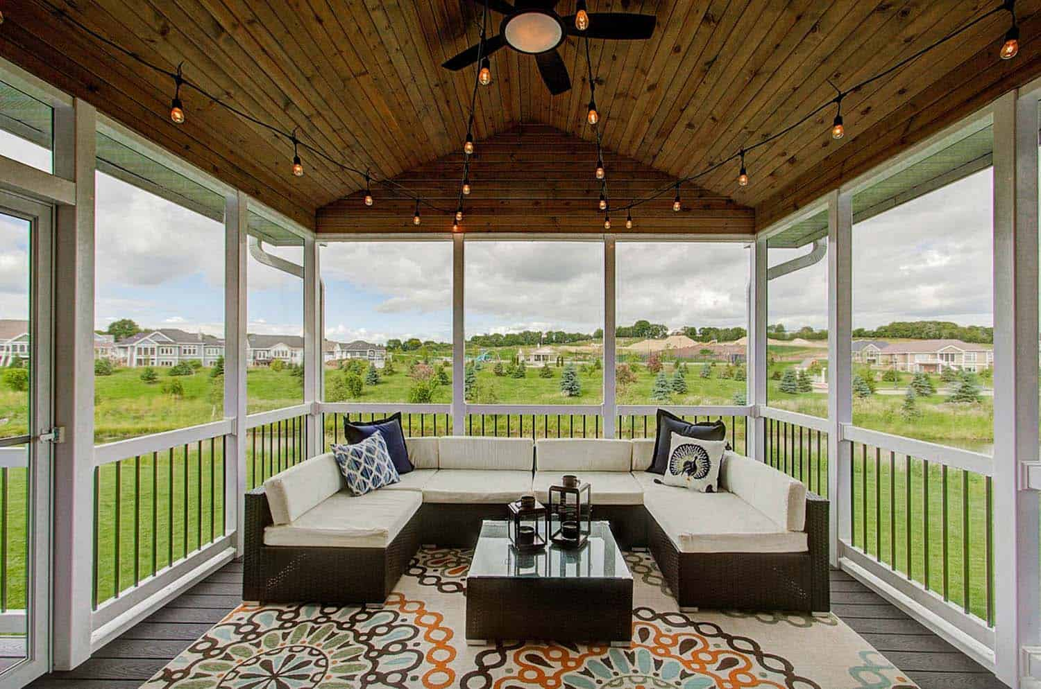 30 Delightful And Intimate Three Season Screened Porch Ideas