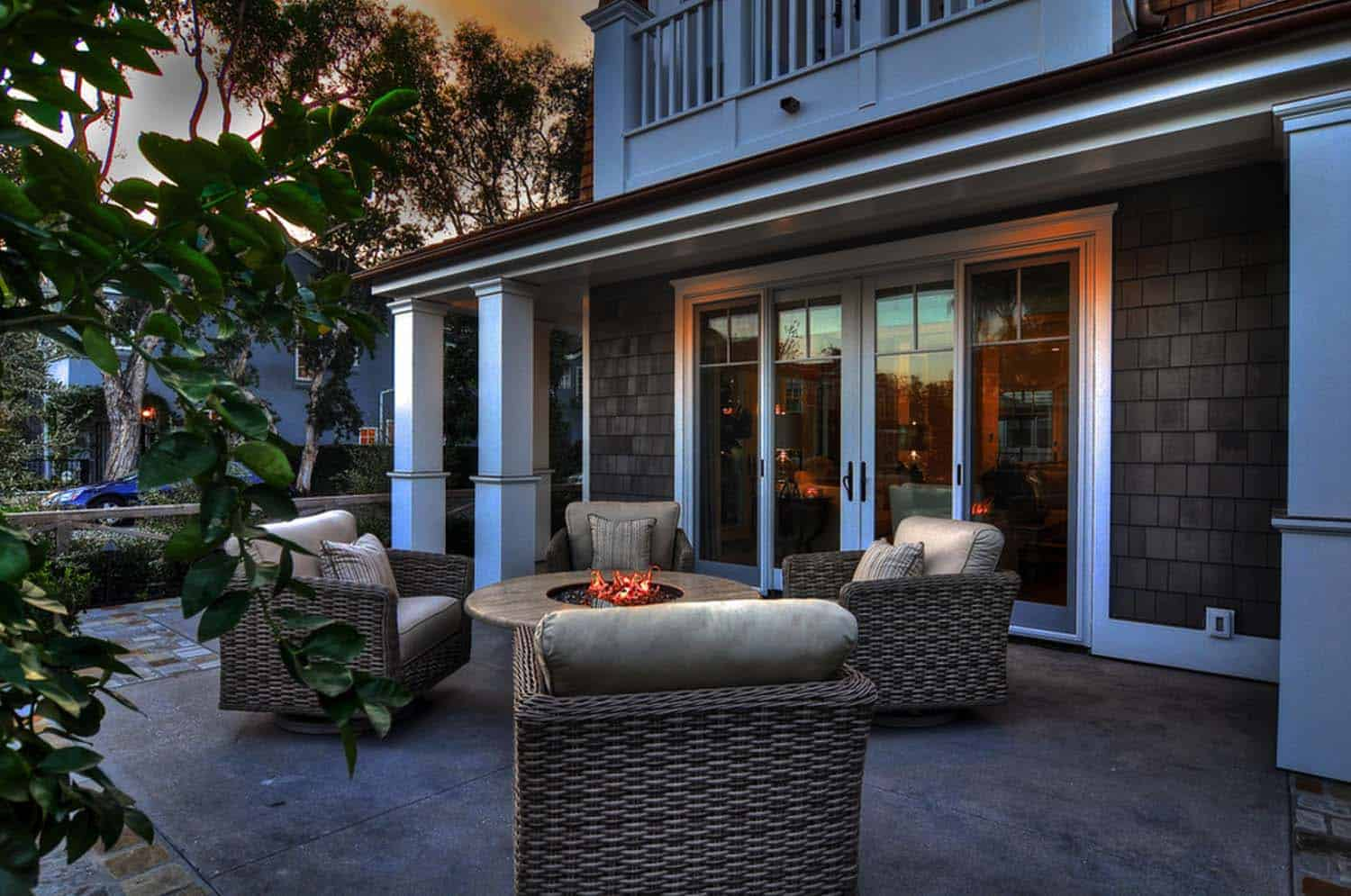 coastal-home-traditional-styling-porch