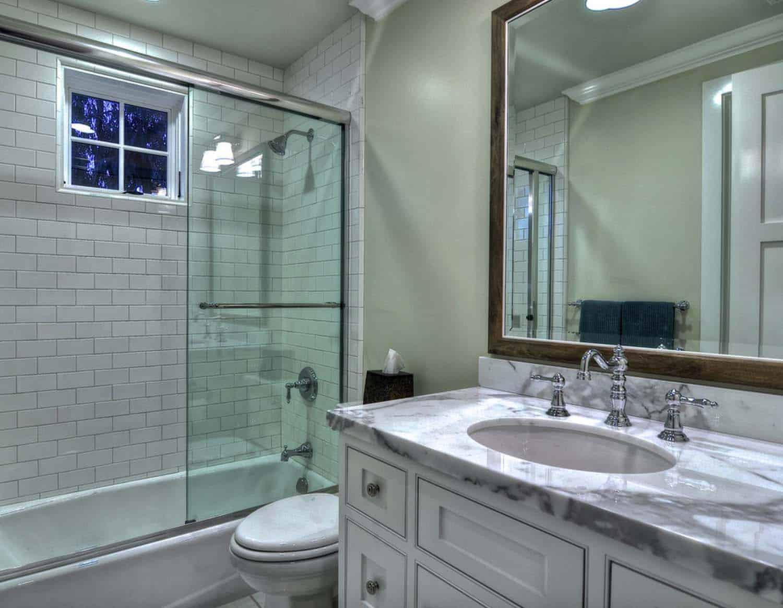 traditional-bathroom