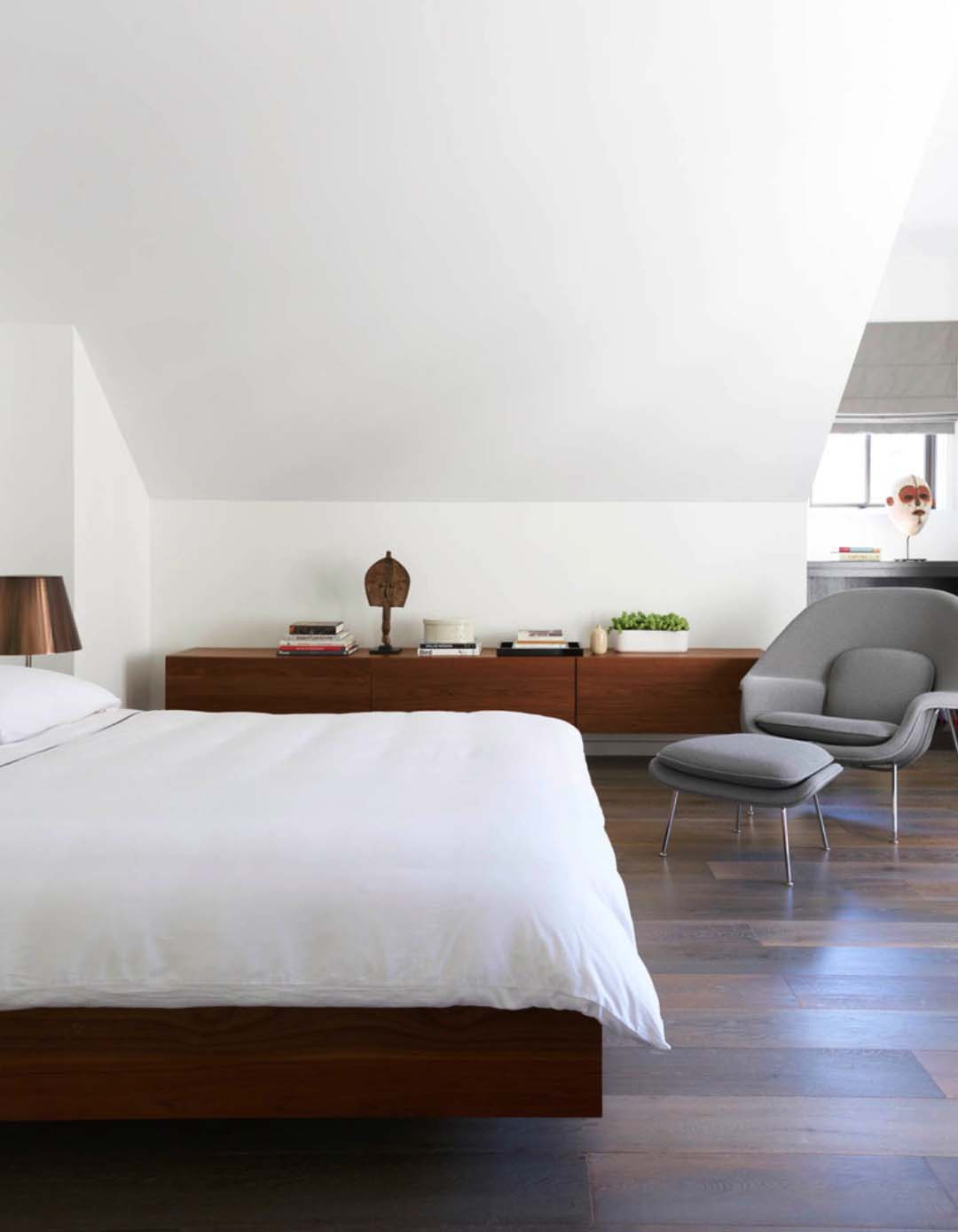 contemporary-residence-bedroom