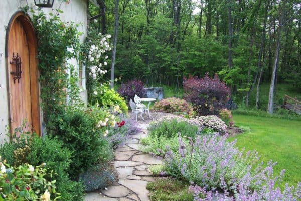 featured posts image for 50 Very Creative And Inspiring Garden Stone Pathway Ideas