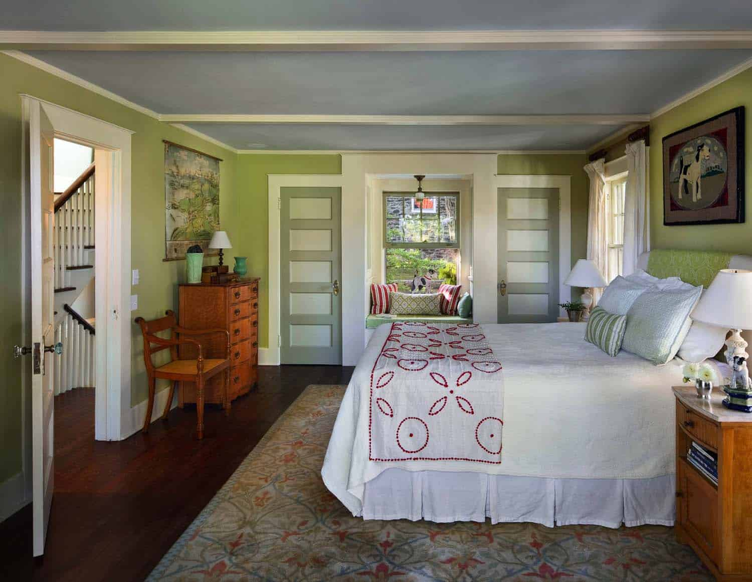 house-traditional-bedroom