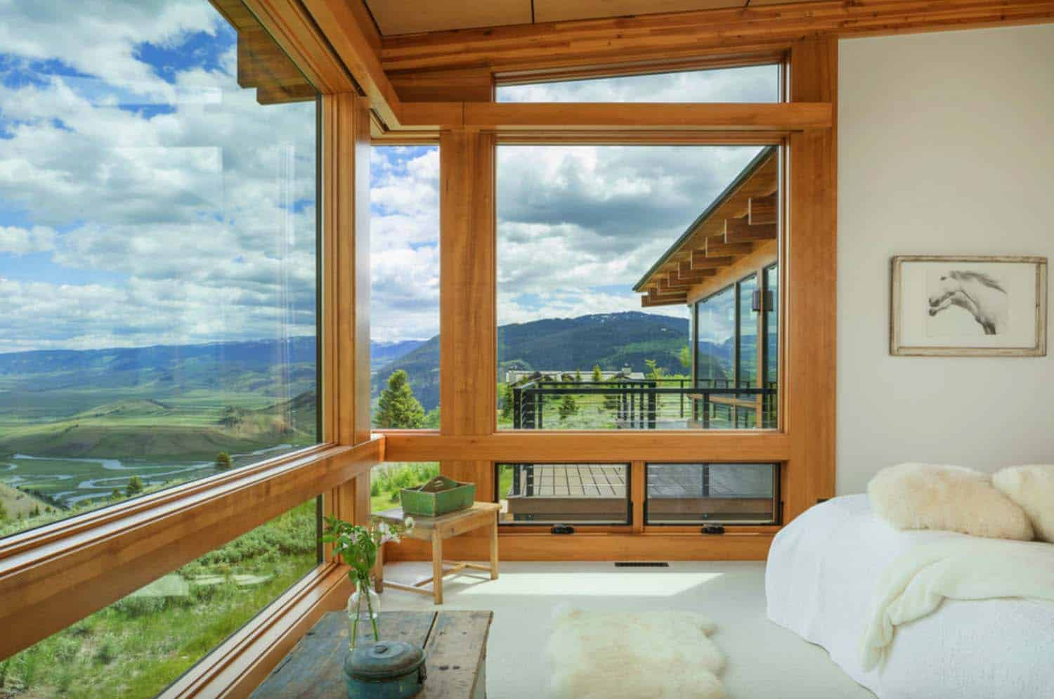 southwestern-bedroom-with-mountain-view