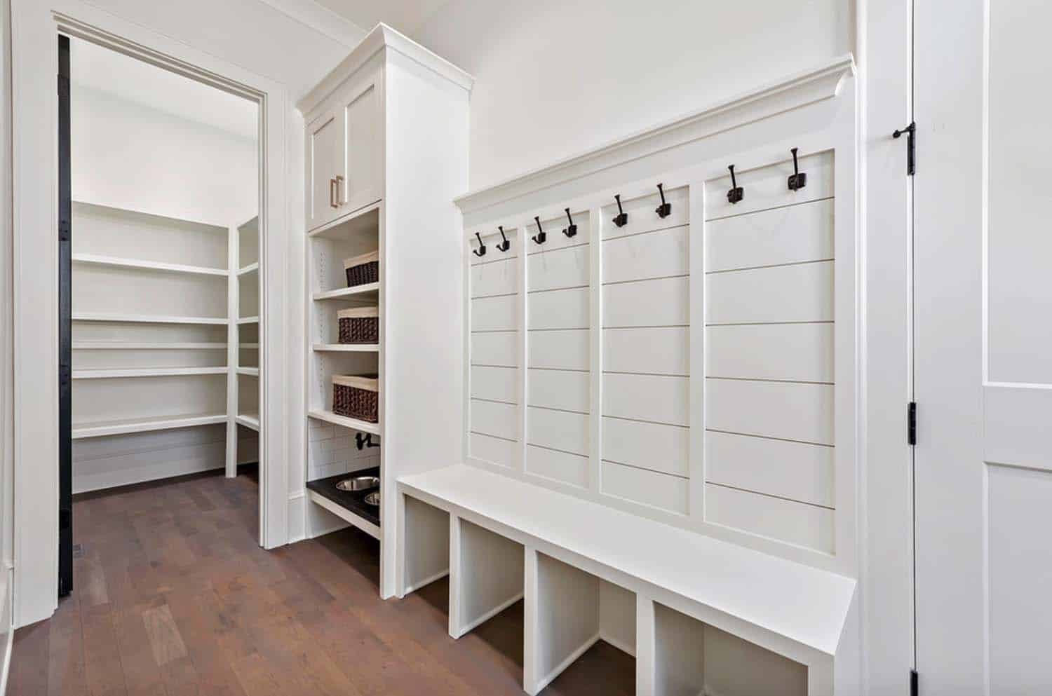 farmhouse-mudroom