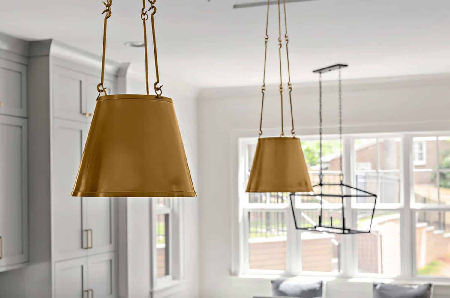 pendants-close-up-farmhouse-kitche