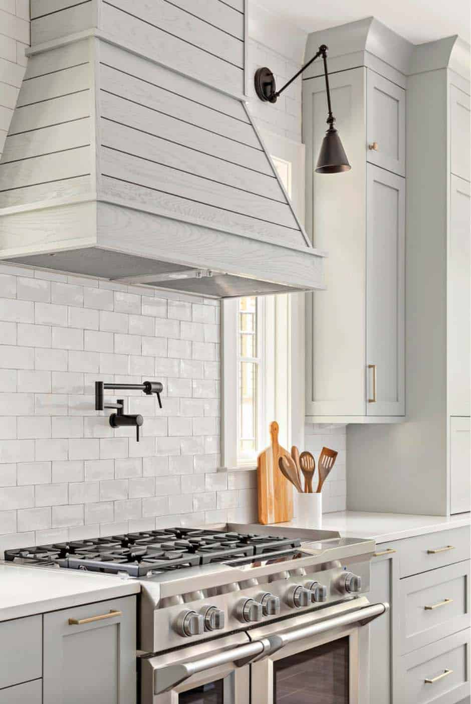 range-wall-farmhouse-kitchen