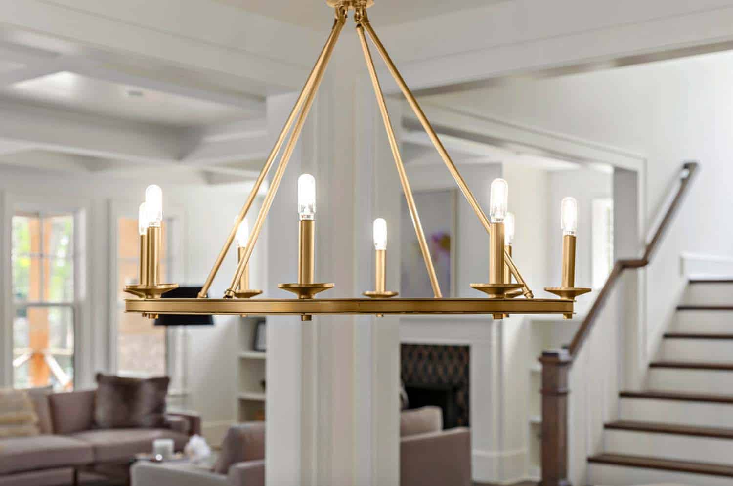 chandelier-close-up-farmhouse-dining-room