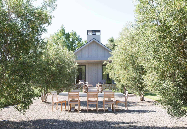 modern-farmhouse-style-patio-california