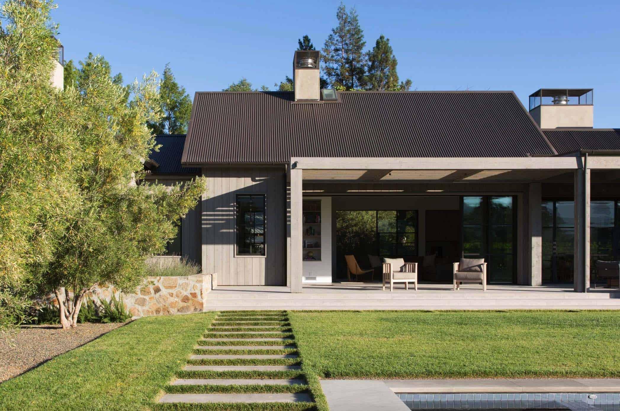 farmhouse-exterior-california