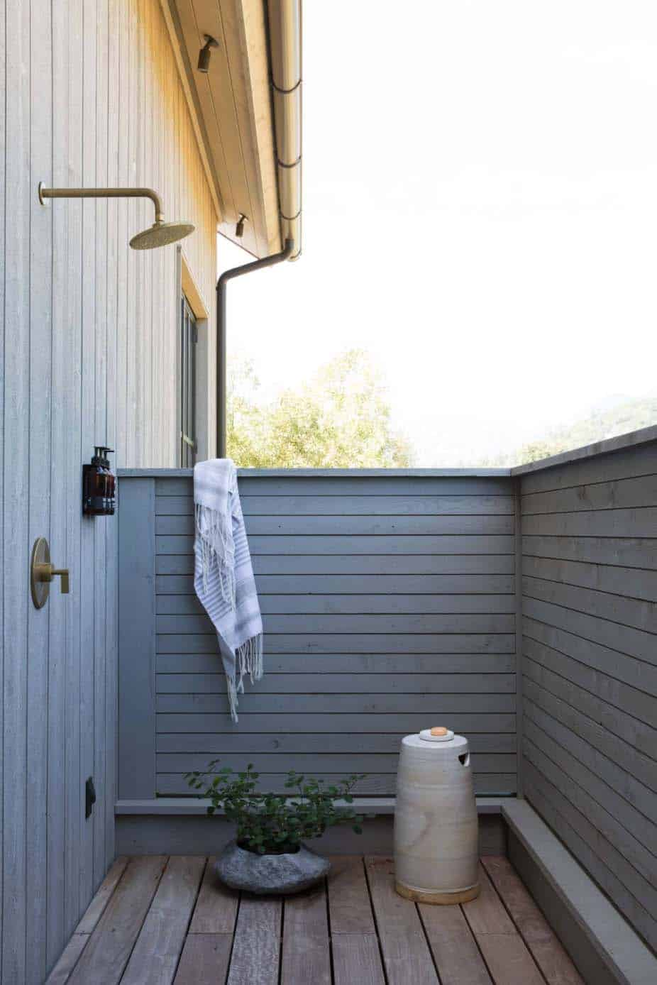 farmhouse-deck-outdoor-shower
