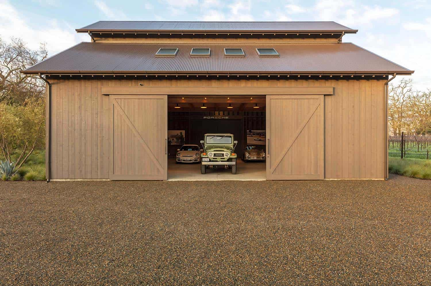 farmhouse-garage-california