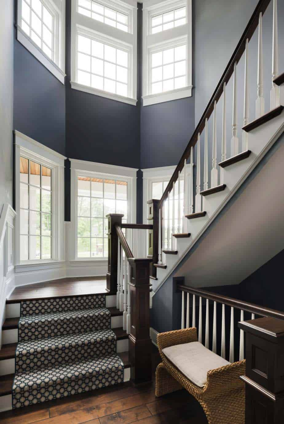 nautical-cottage-beach-style-staircase