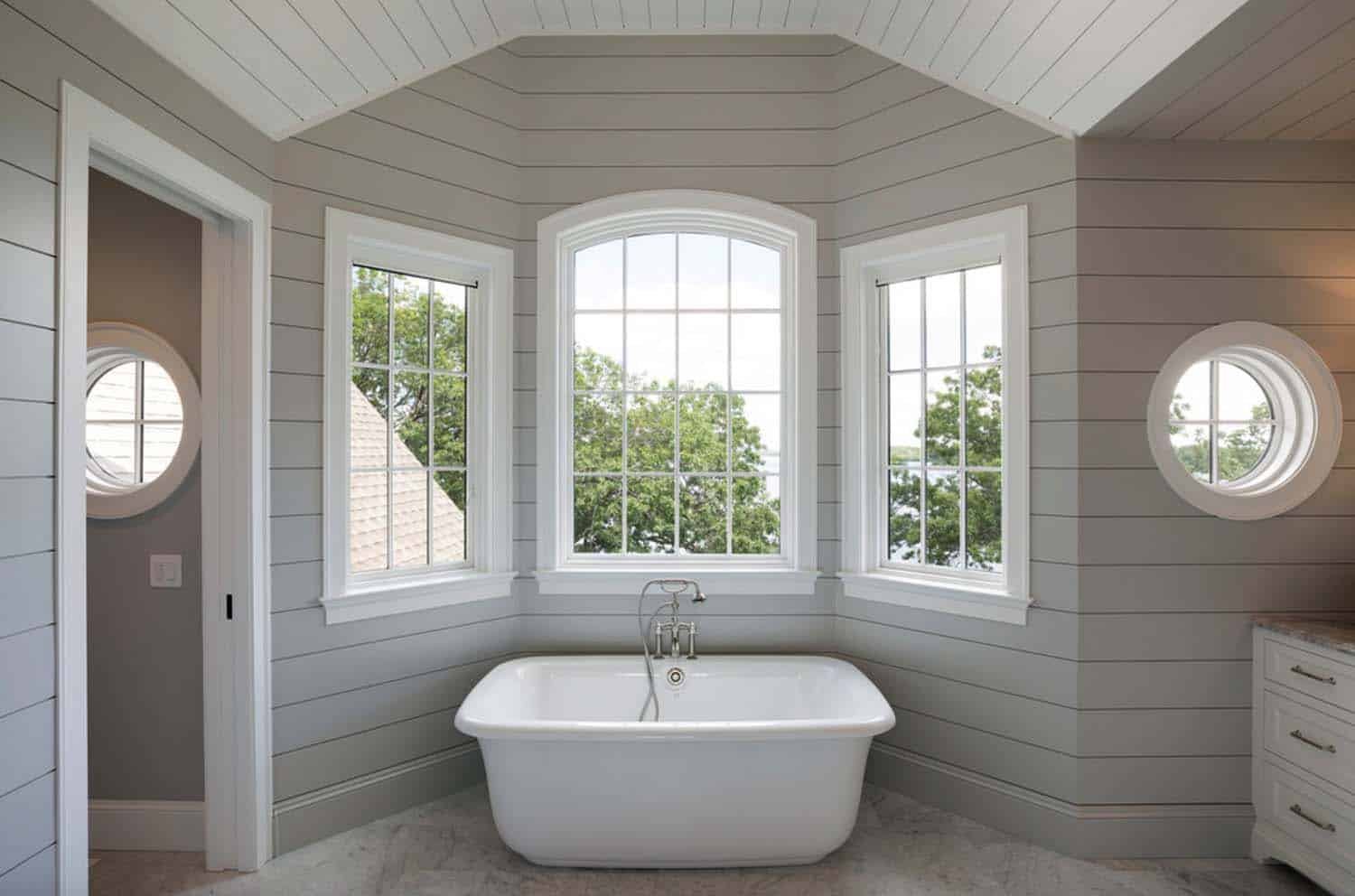 nautical-cottage-beach-style-bathroom