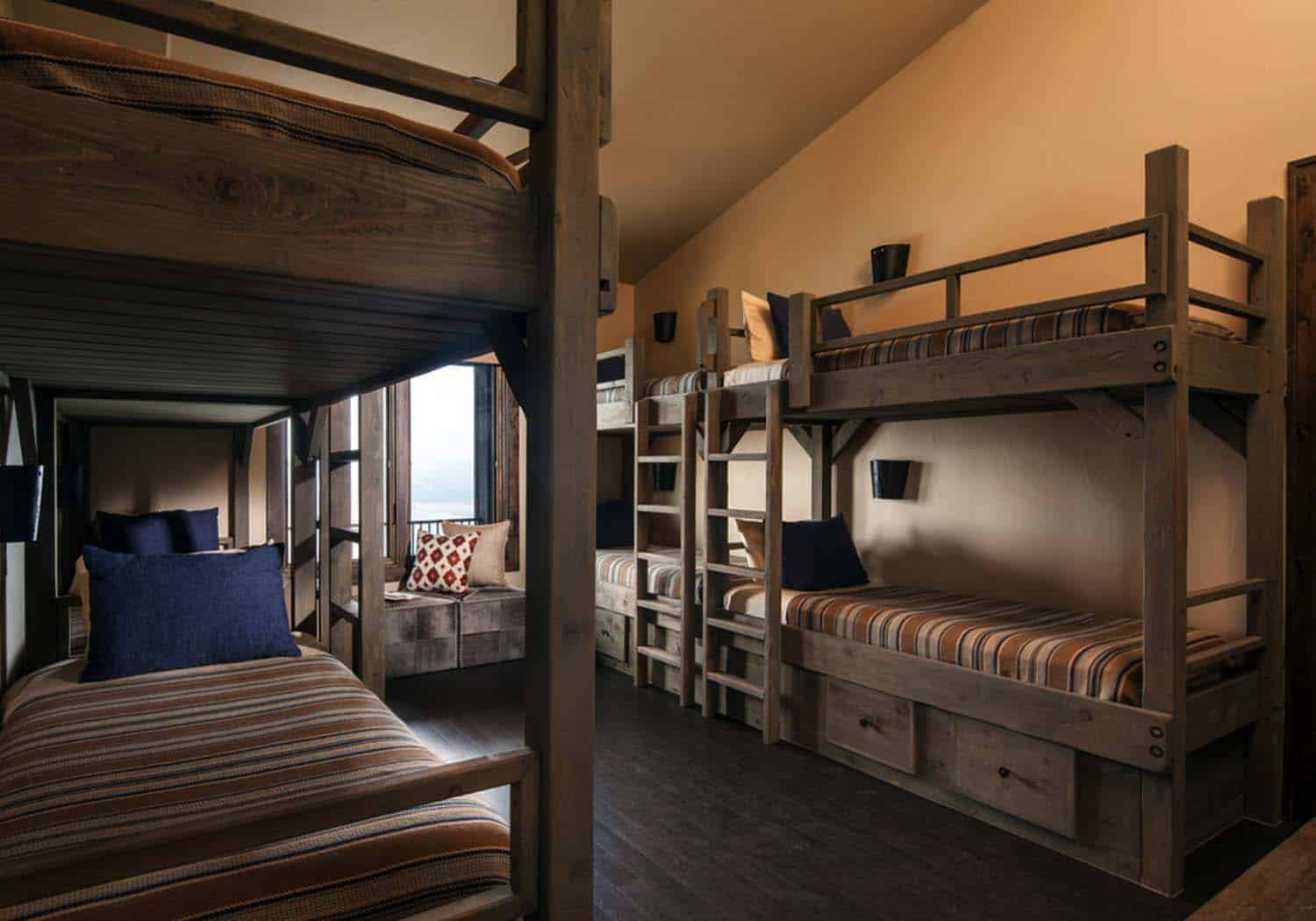 rustic-retreat-bunk-bedroom