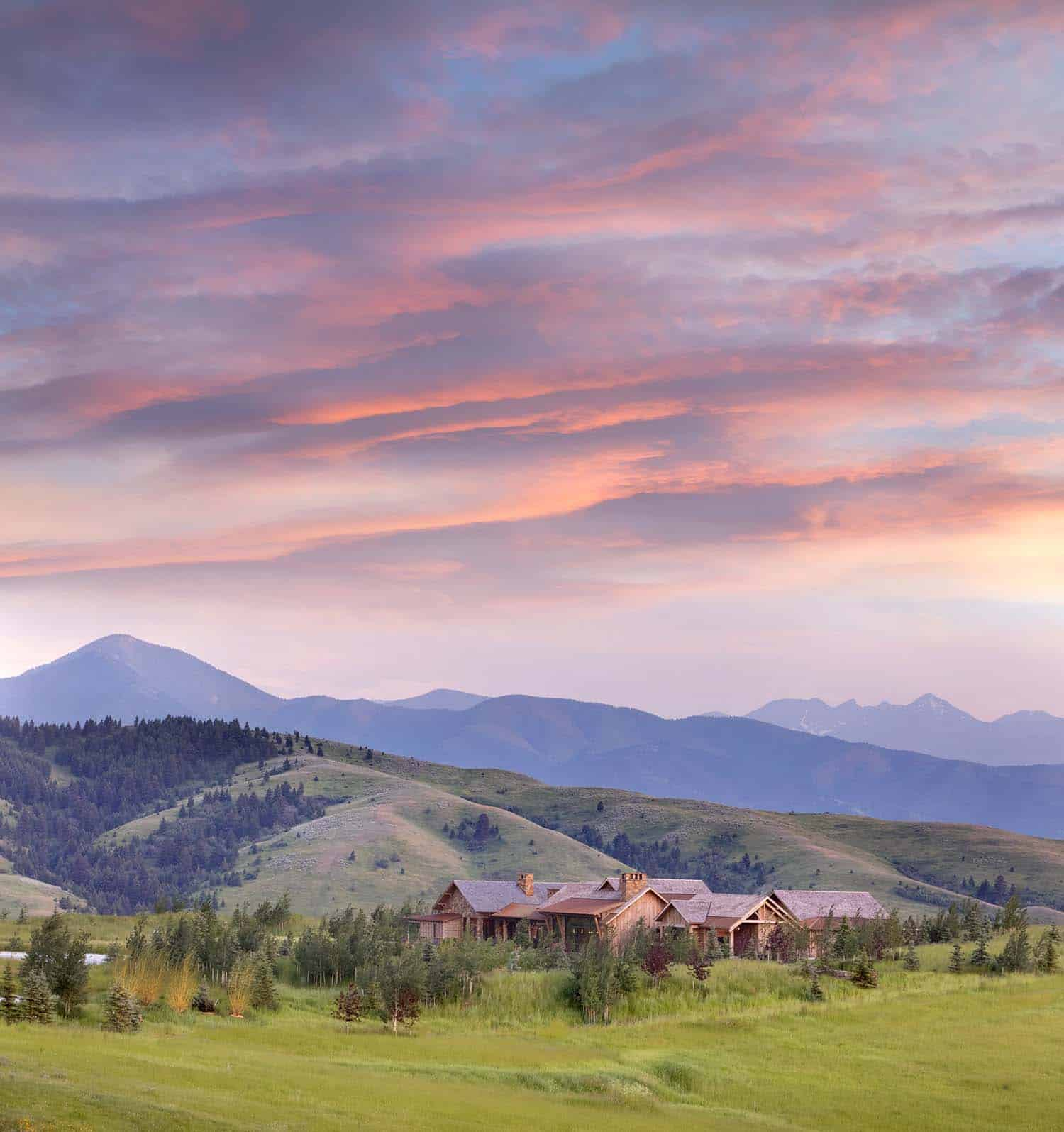 Montana Guest Retreat Gets A Fabulous Makeover For The: This Ranch Retreat Overlooks A Beautiful Mountain