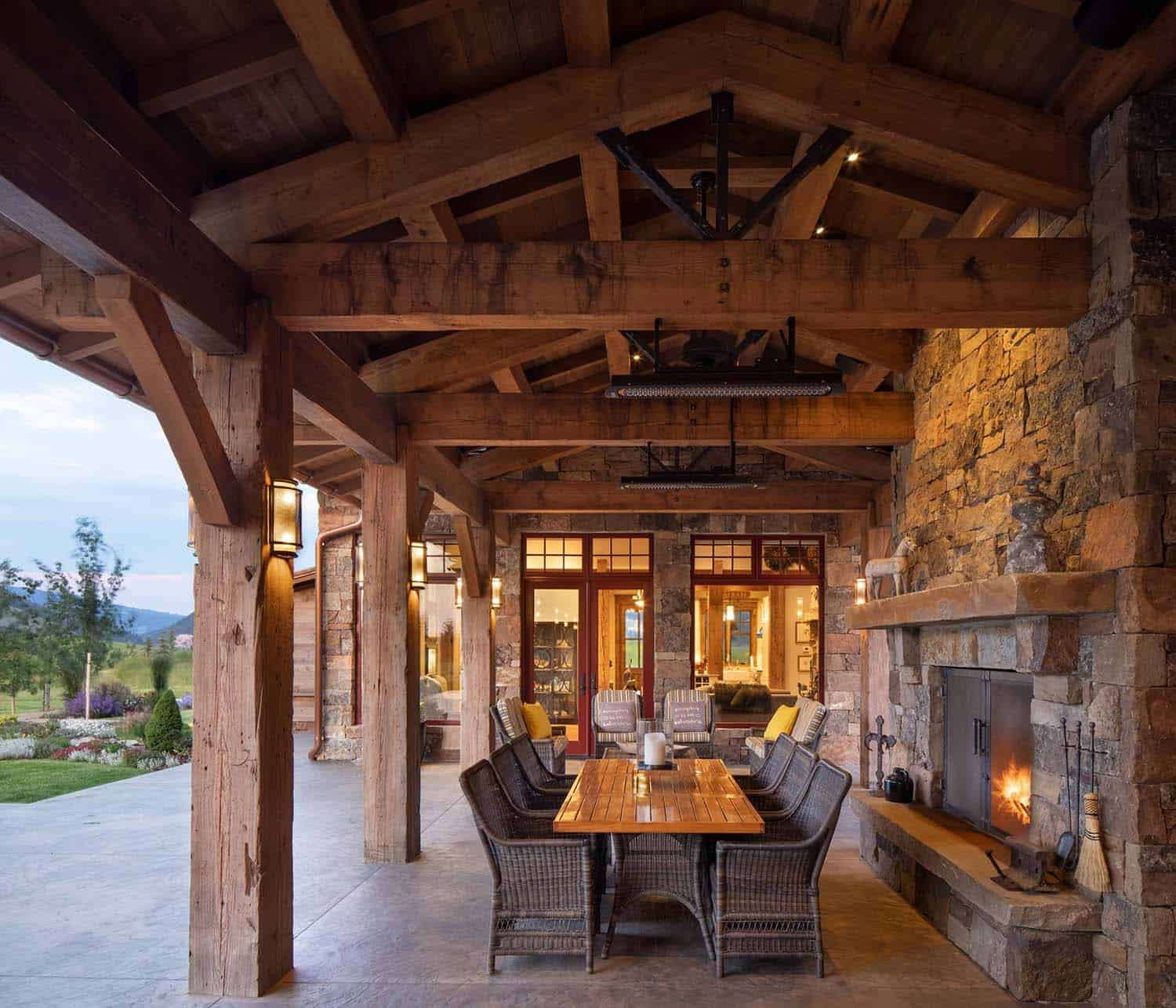 rustic-ranch-house-patio