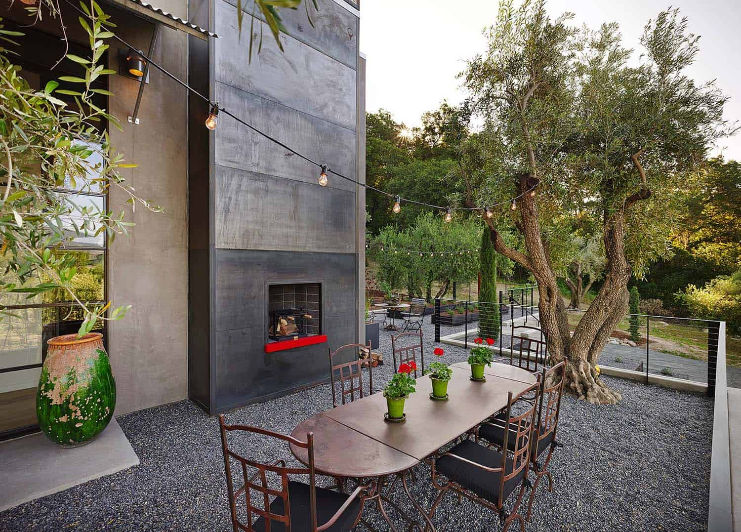 guesthouse-contemporary-exterior-fireplace