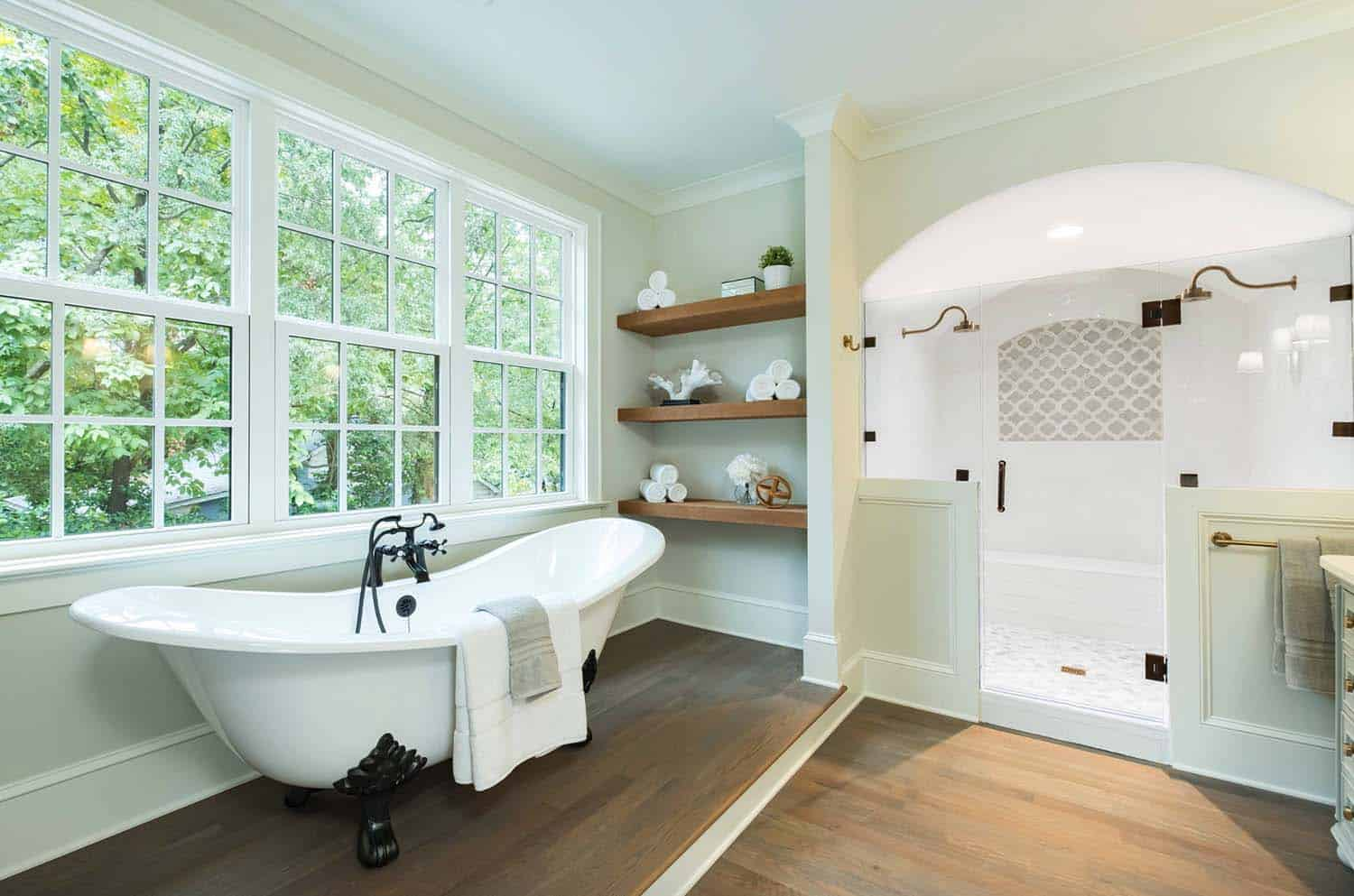 traditional-style-bathroom-tub