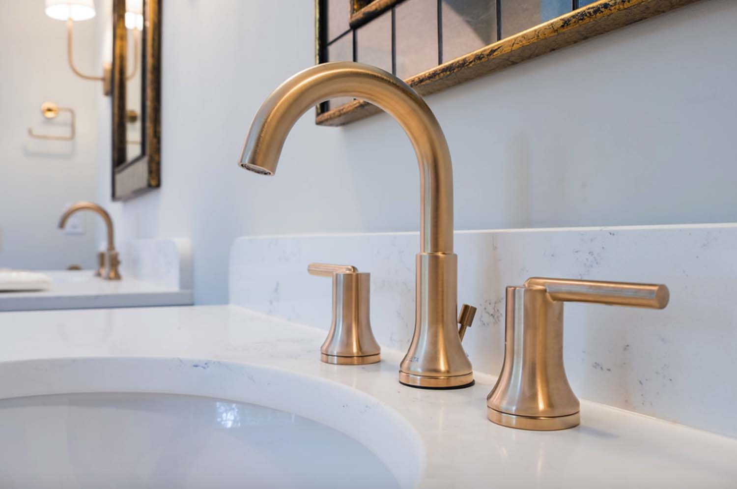 traditional-style-bathroom-sink-detail