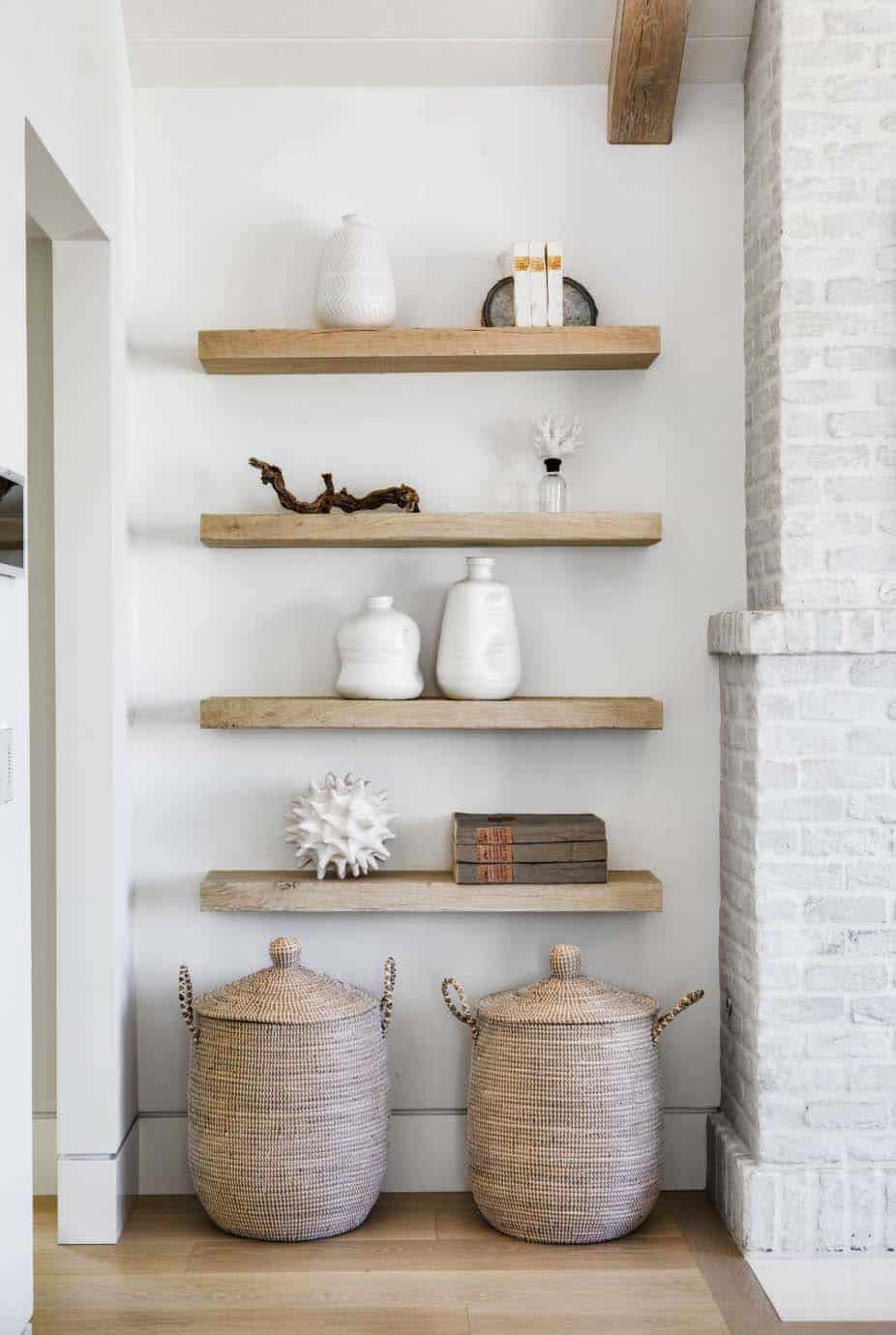 beach-style-bedroom-wall-shelf
