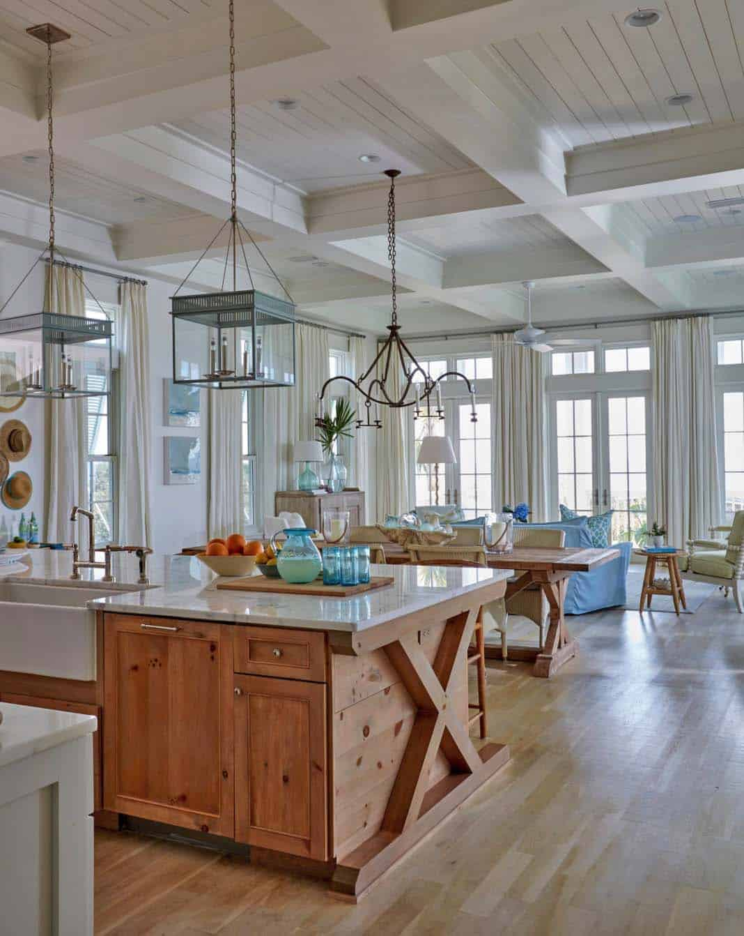 beach-beach-style-kitchen