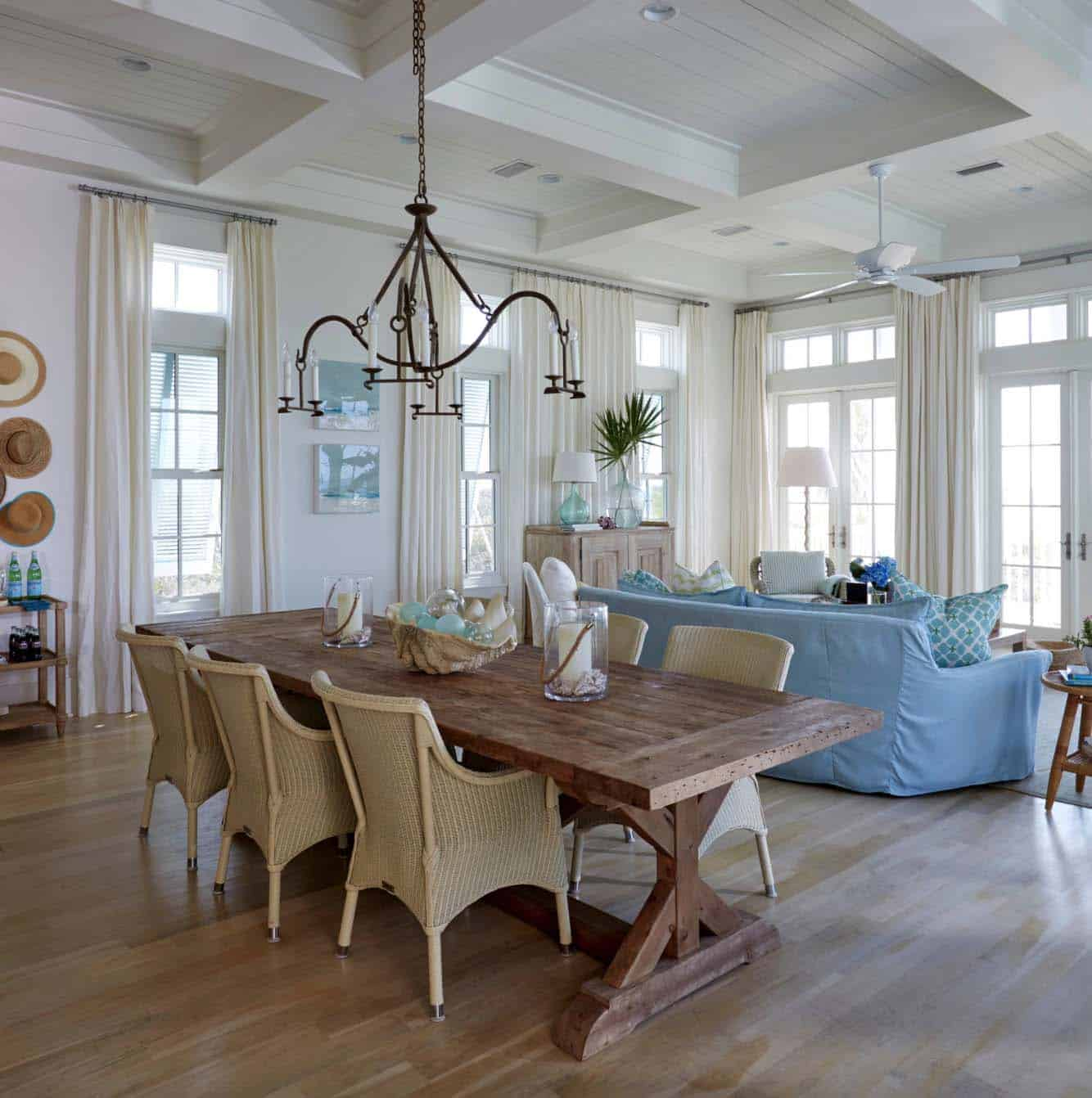 beach-beach-style-dining-room