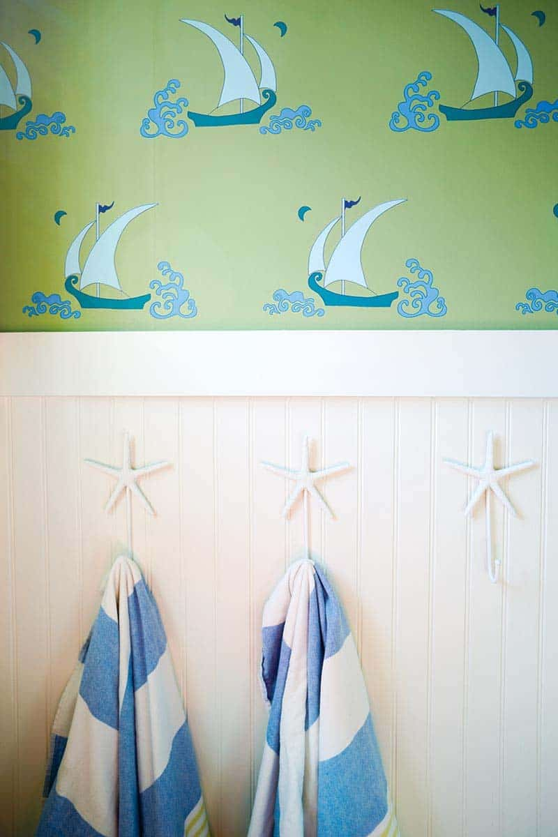 beach-beach-style-kids-bathroom
