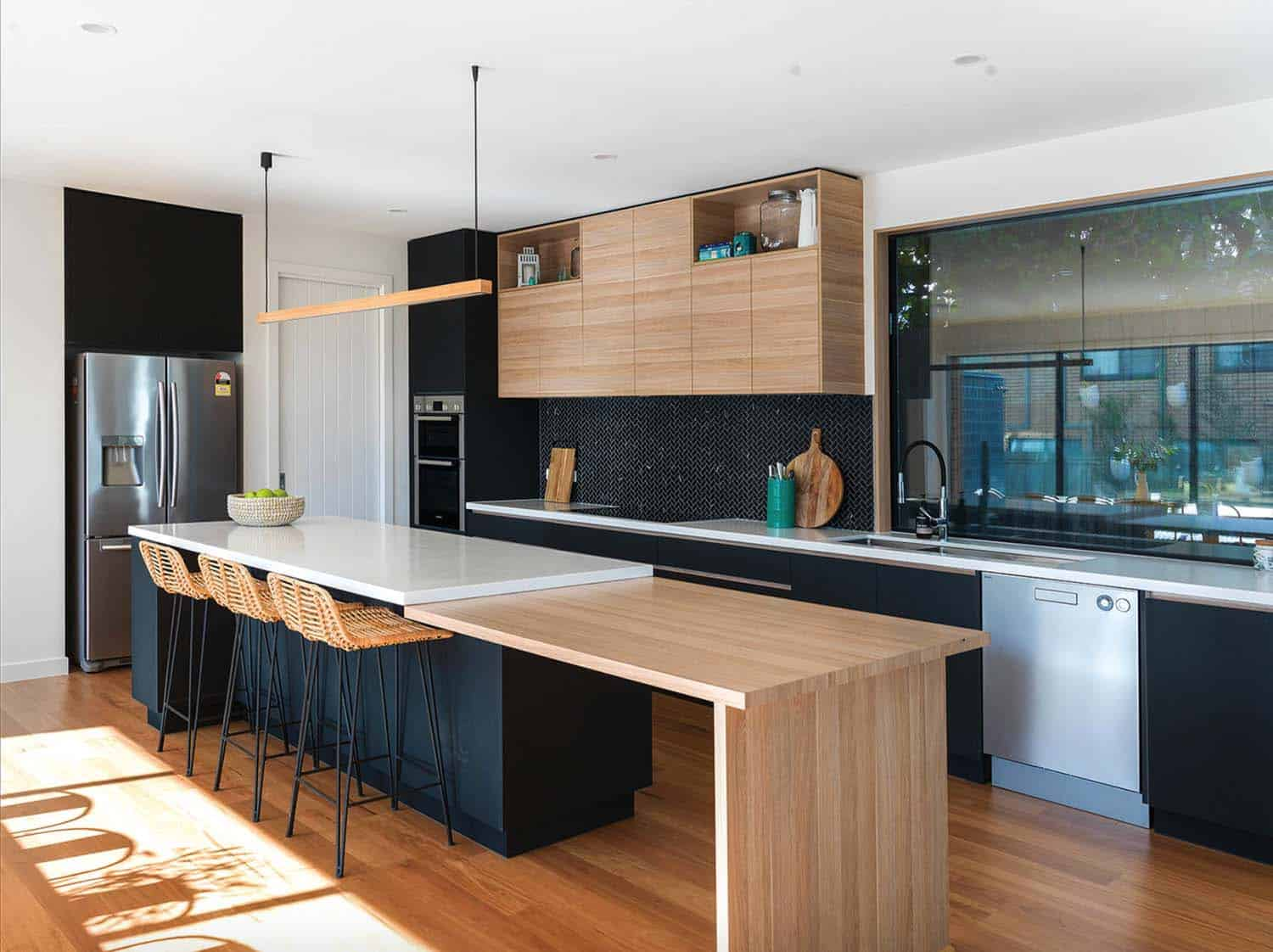 beachside-home-beach-style-kitchen