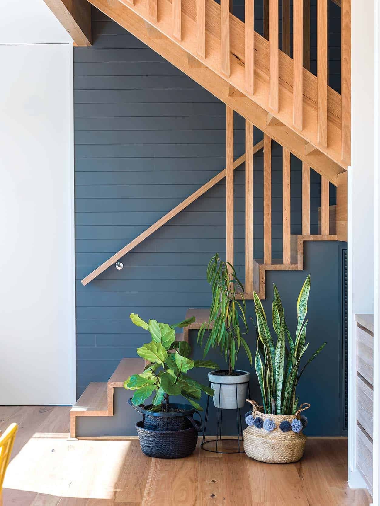 beachside-home-beach-style-staircase