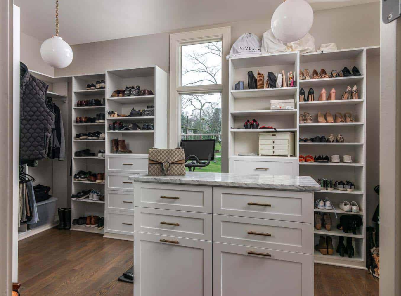contemporary-home-master-closet