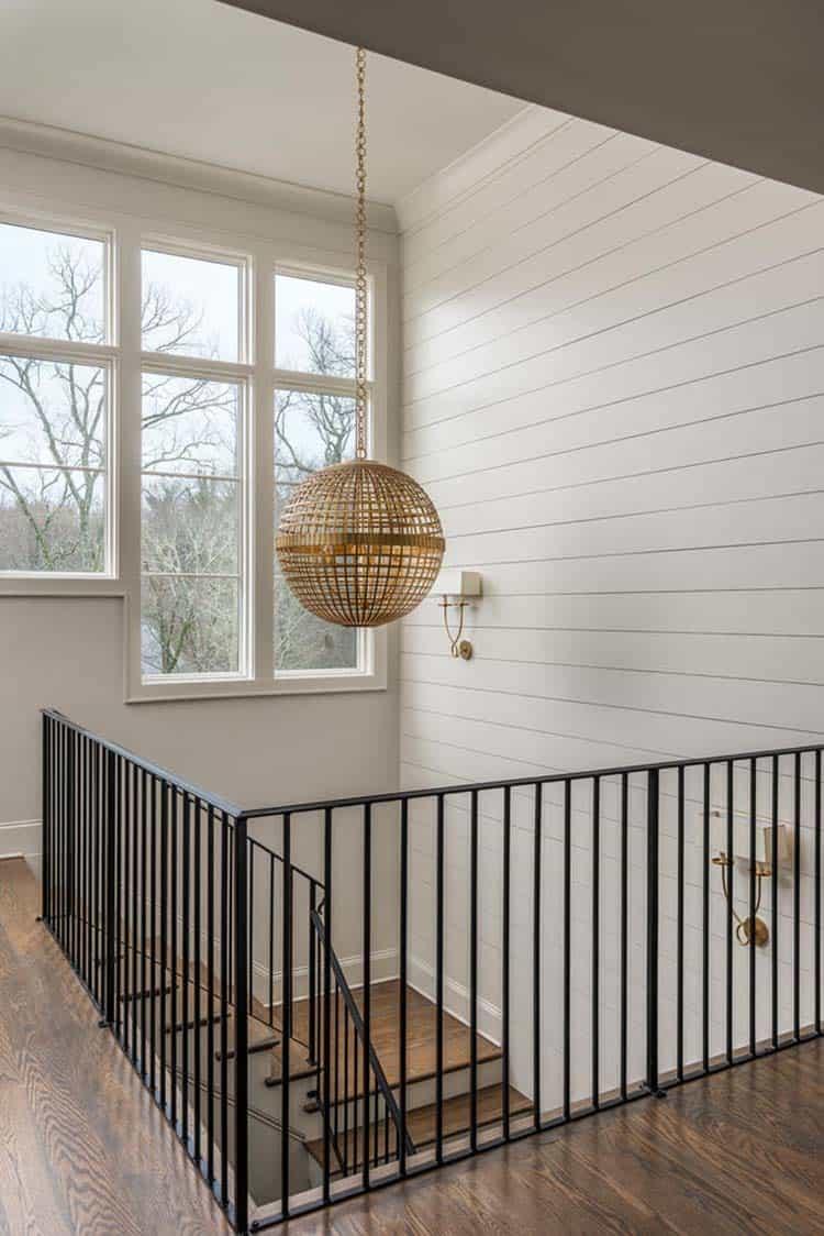contemporary-home-staircase-landing