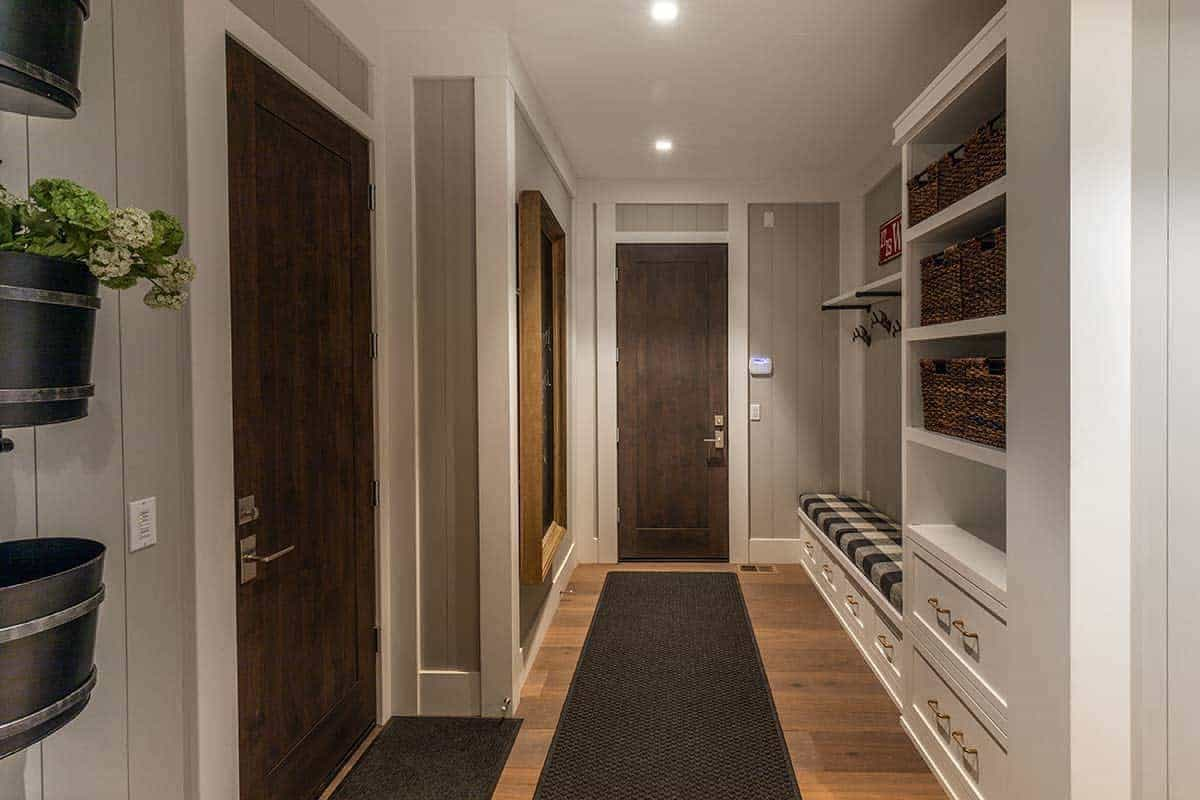 contemporary-mudroom