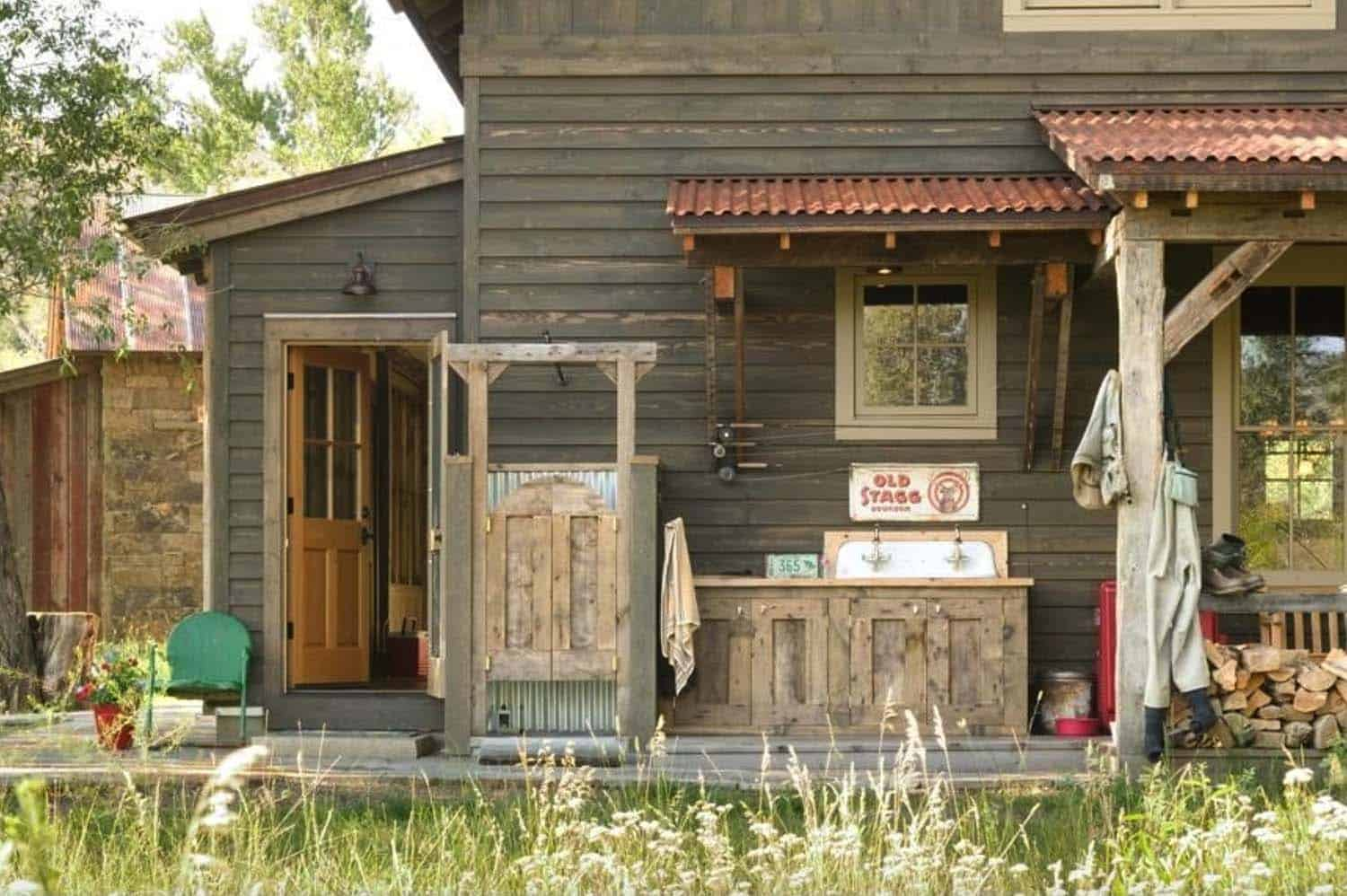 fishing-ranch-rustic-porch