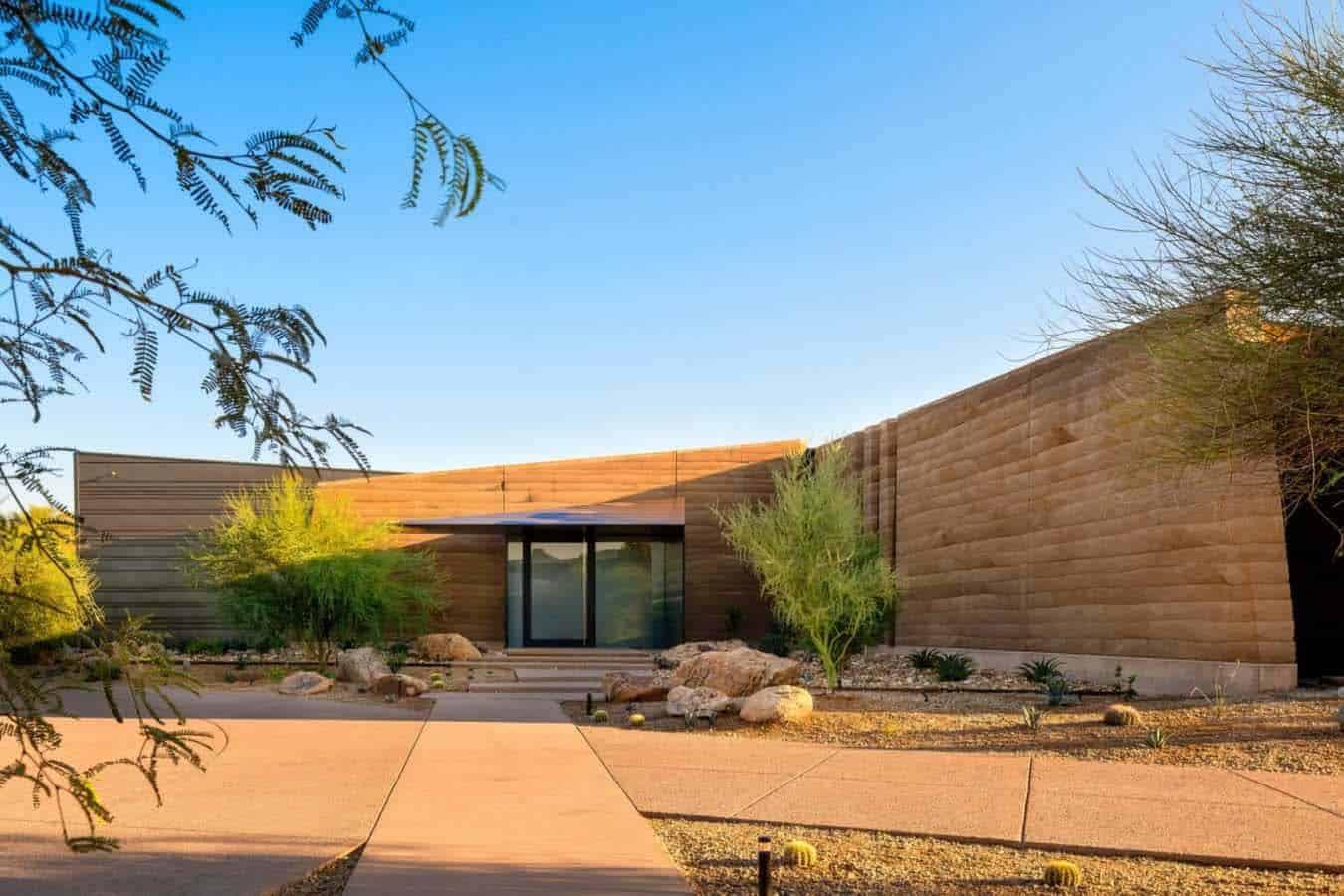 desert-modern-home-exterior